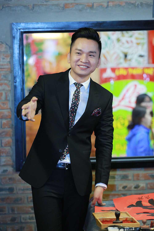 MC Hanh Phuc thich thu hoc goi banh chung hinh anh 5