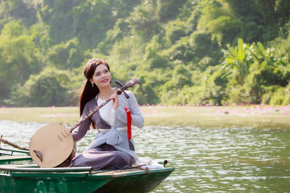 Pham Phuong Thao suyt mat mang khi hoc cuoi ngua quay MV hinh anh 1