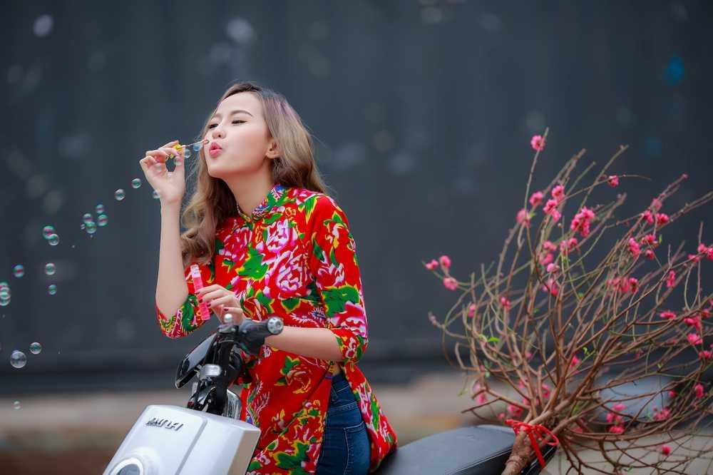 Khanh Ngan xinh dep den ngan ngo trong tiet Xuan Ha Noi hinh anh 9