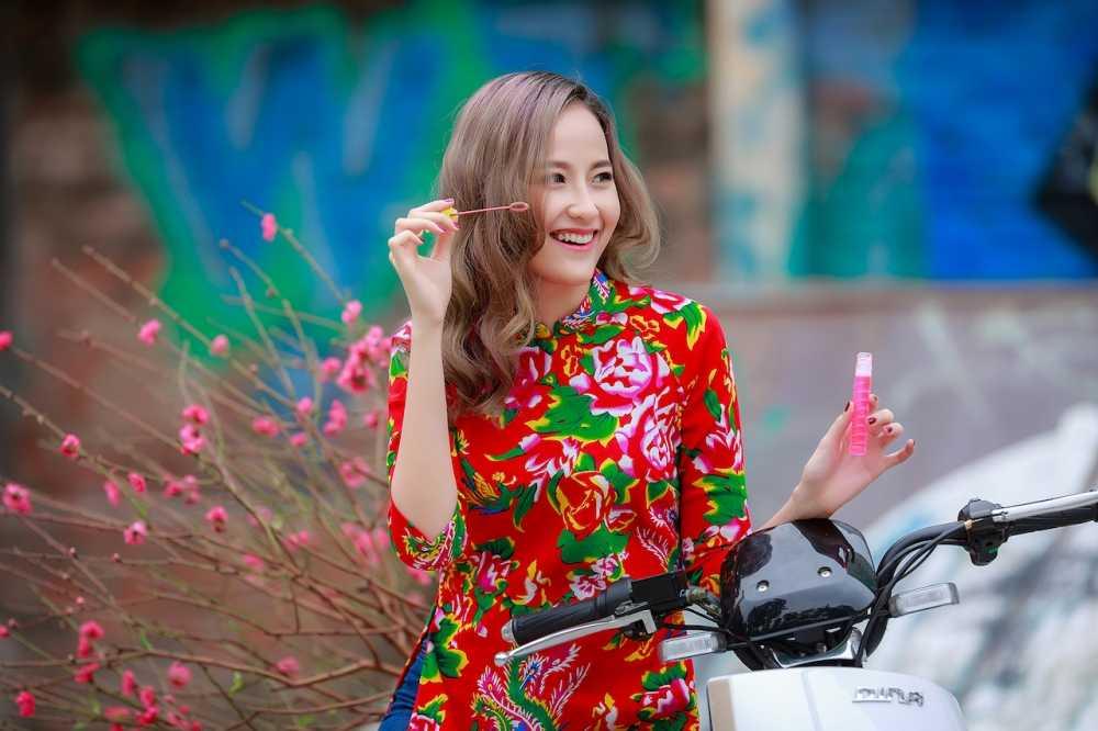 Khanh Ngan xinh dep den ngan ngo trong tiet Xuan Ha Noi hinh anh 8