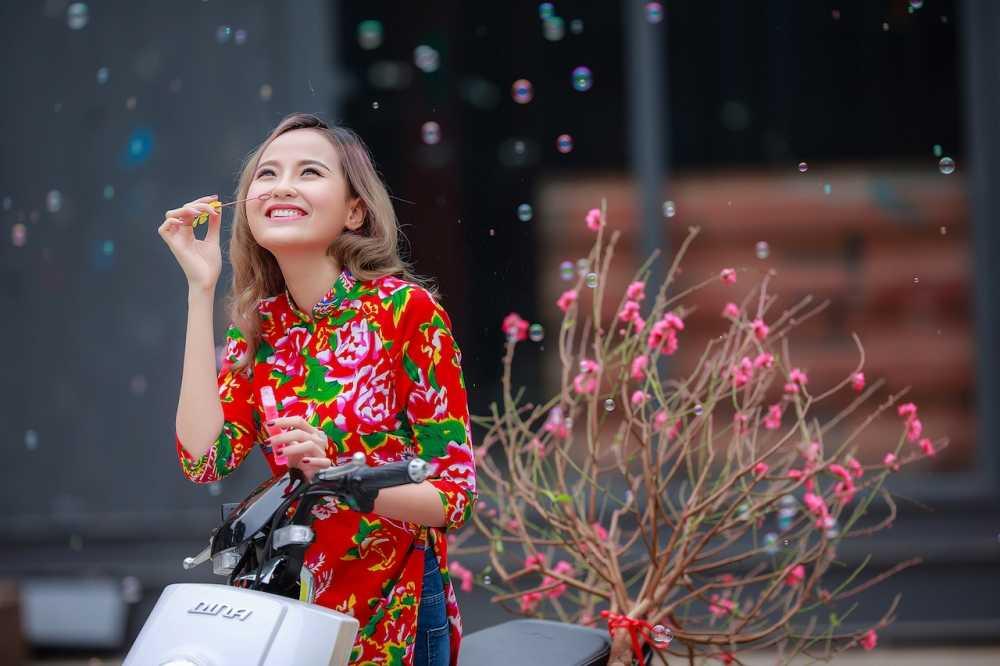 Khanh Ngan xinh dep den ngan ngo trong tiet Xuan Ha Noi hinh anh 6