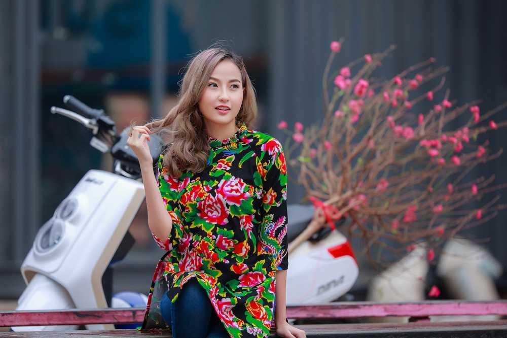 Khanh Ngan xinh dep den ngan ngo trong tiet Xuan Ha Noi hinh anh 10