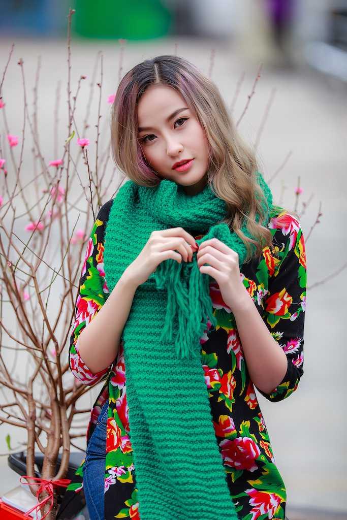 Khanh Ngan xinh dep den ngan ngo trong tiet Xuan Ha Noi hinh anh 5