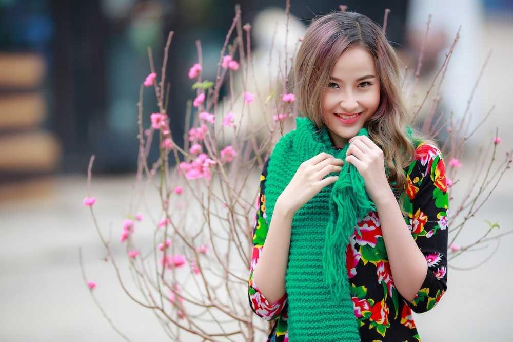 Khanh Ngan xinh dep den ngan ngo trong tiet Xuan Ha Noi hinh anh 4