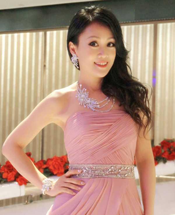 Chat vat nuoi chong, U50 'Chuc Anh Dai' van xinh dep ben bi hinh anh 10