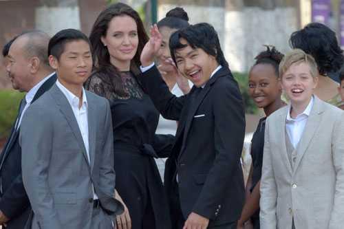 Angelina Jolie: 'Toi và Brad Pitt mãi mãi la mot gia dinh' hinh anh 2