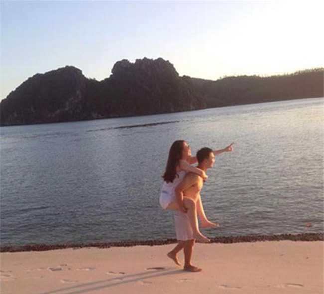 Chi vo 2 sexy moi bien MC Thanh Trung thanh nguoi dan ong the nay hinh anh 8