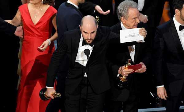 Su co di vao lich su 89 nam Oscar: Hon loan vi trao nham ket qua hinh anh 6