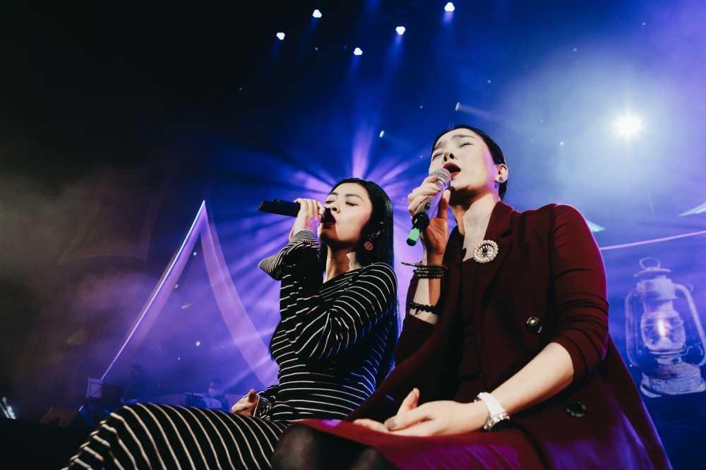 Sao Mai Thu Hang lan dau song ca cung Le Quyen hinh anh 2