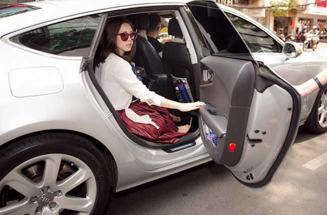 Bi cau xe Audi 4 ty ve phuong, Hoa hau Thu Hoai khien nhieu nguoi to mo khoi tai san 'khung' hinh anh 2