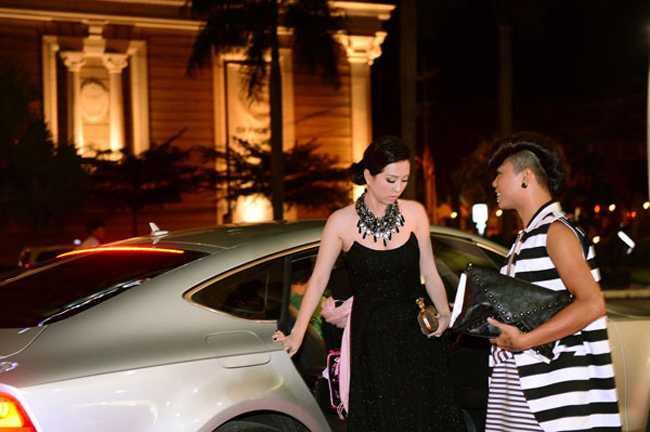 Bi cau xe Audi 4 ty ve phuong, Hoa hau Thu Hoai khien nhieu nguoi to mo khoi tai san 'khung' hinh anh 3