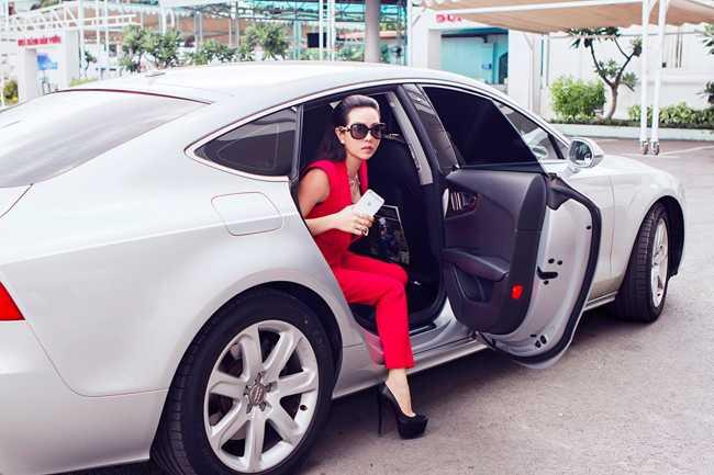 Bi cau xe Audi 4 ty ve phuong, Hoa hau Thu Hoai khien nhieu nguoi to mo khoi tai san 'khung' hinh anh 4