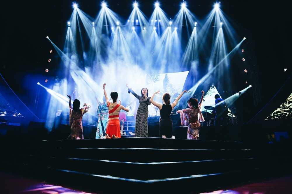 Sao Mai Thu Hang lan dau song ca cung Le Quyen hinh anh 5