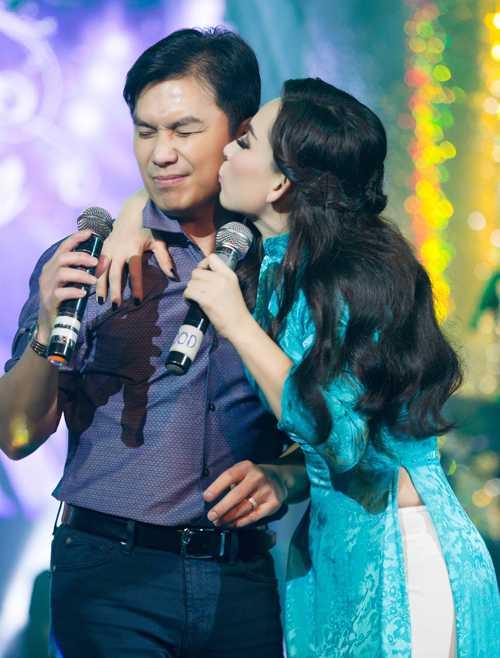 Manh Quynh - Phi Nhung lan dau ket hop lam liveshow hinh anh 1