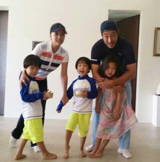 Hon nhan cua con trai Pho chu tich Samsung va sao nu hang B hinh anh 4