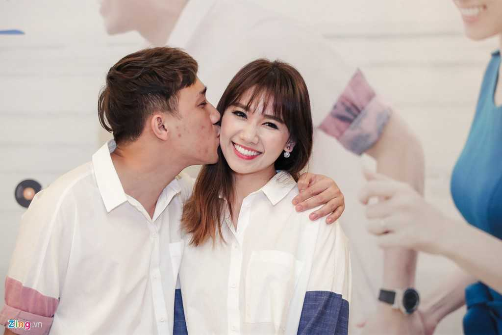 Tran Thanh: 'Moi toi deu om Hari Won, noi chuyen den 3h sang' hinh anh 2