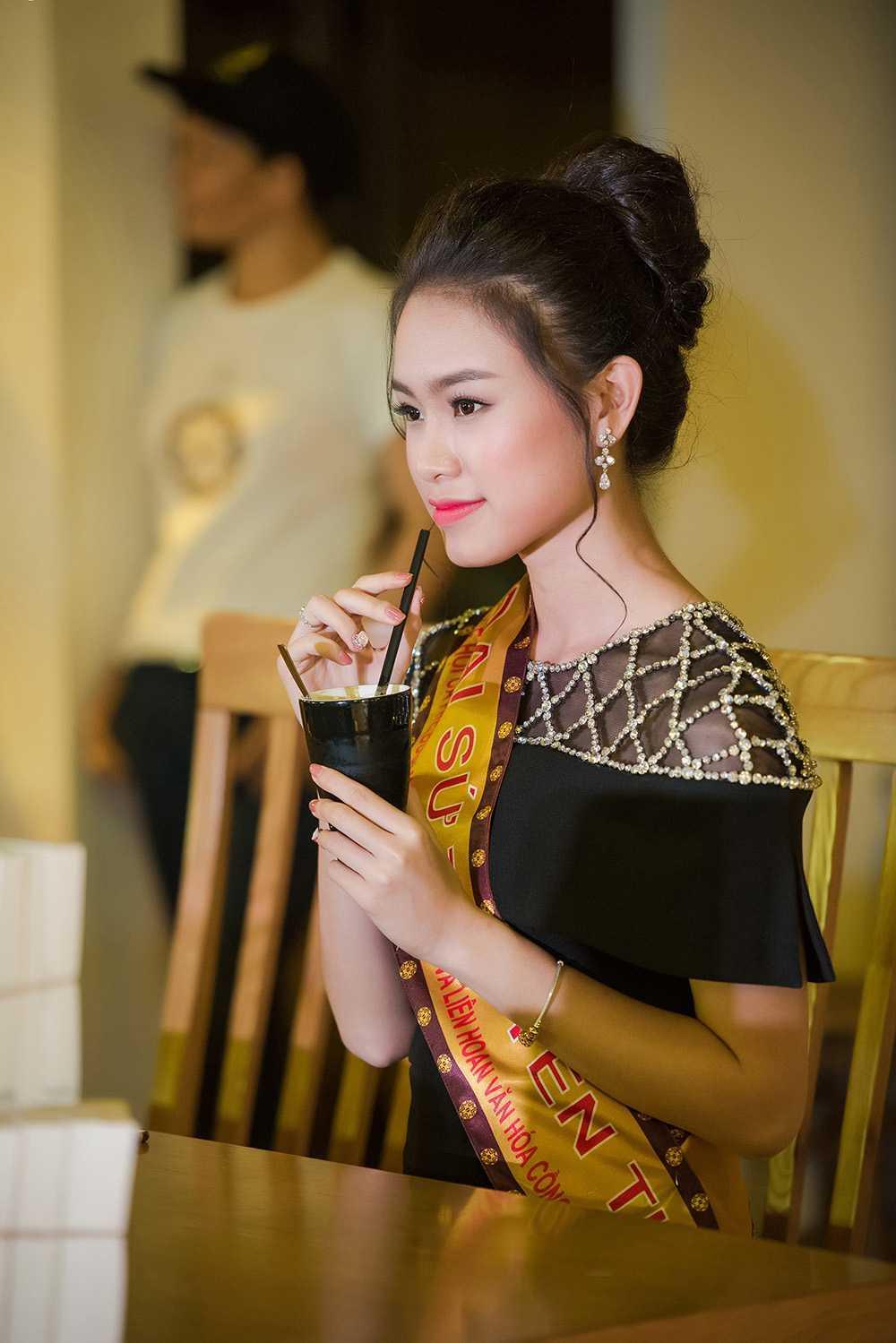 'Co gai vang' cua Hoa hau Viet Nam quyen ru o Le hoi ca phe hinh anh 8