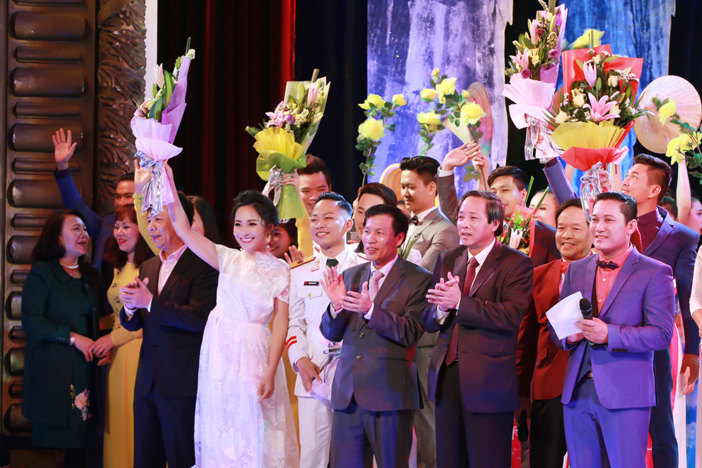 Sao Mai Bach Tra tham gia chuong trinh 'Quang Binh trong cau hat' hinh anh 5