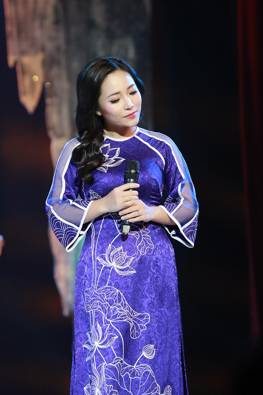 Sao Mai Bach Tra tham gia chuong trinh 'Quang Binh trong cau hat' hinh anh 3