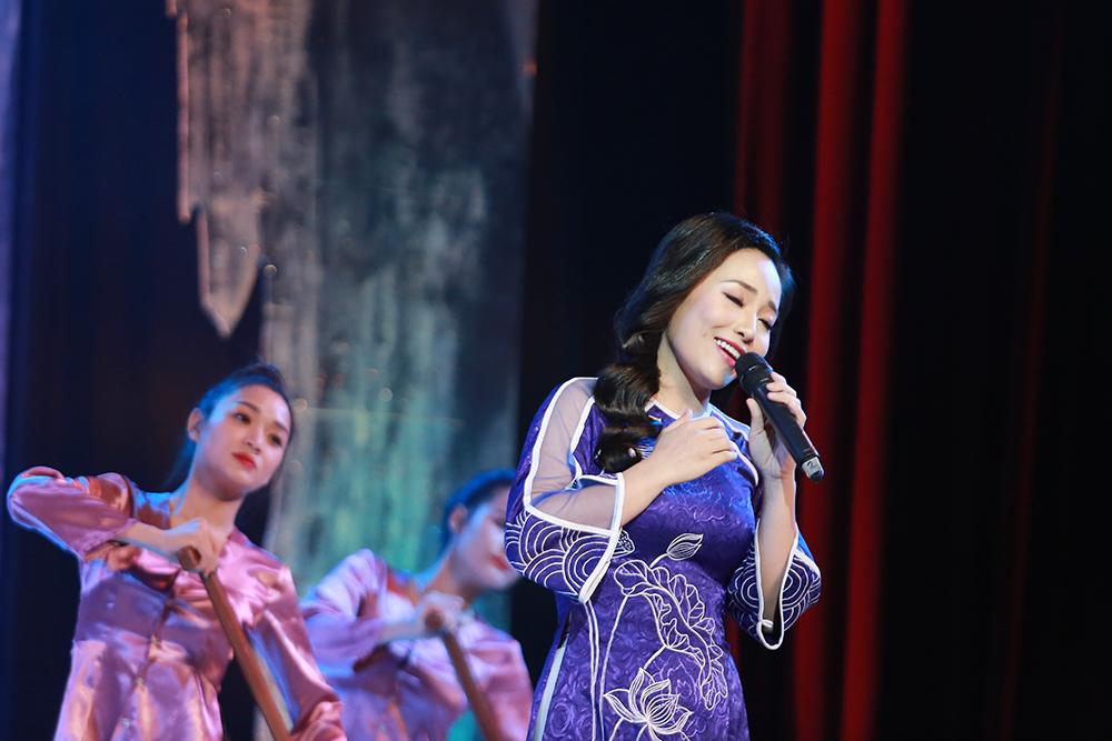 Sao Mai Bach Tra tham gia chuong trinh 'Quang Binh trong cau hat' hinh anh 4