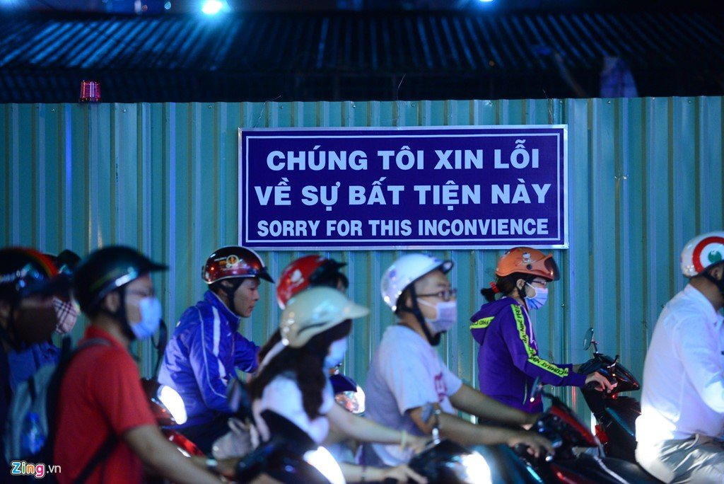 TP.HCM: Hang nghin phuong tien ket cung suot 5 gio tai vong xoay Nguyen Thai Son hinh anh 7