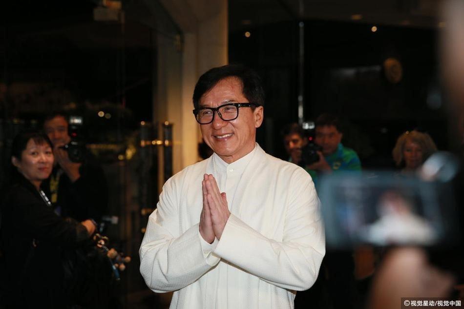 Thanh Long mo tiec thau dem, noi gian khi bi hoi ve bo cu va con gai hinh anh 2