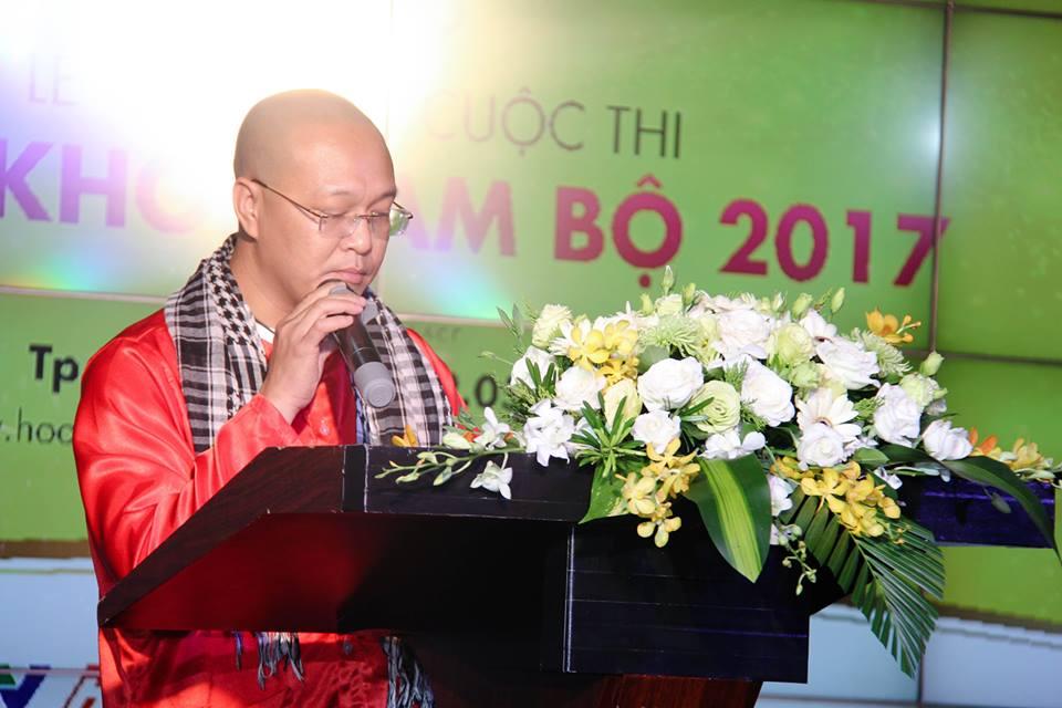 Cao Thai Ha sexy di lam giam khao Hoa khoi Nam Bo 2017 hinh anh 4