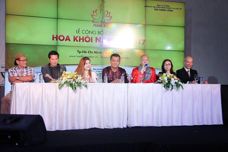 Cao Thai Ha sexy di lam giam khao Hoa khoi Nam Bo 2017 hinh anh 2