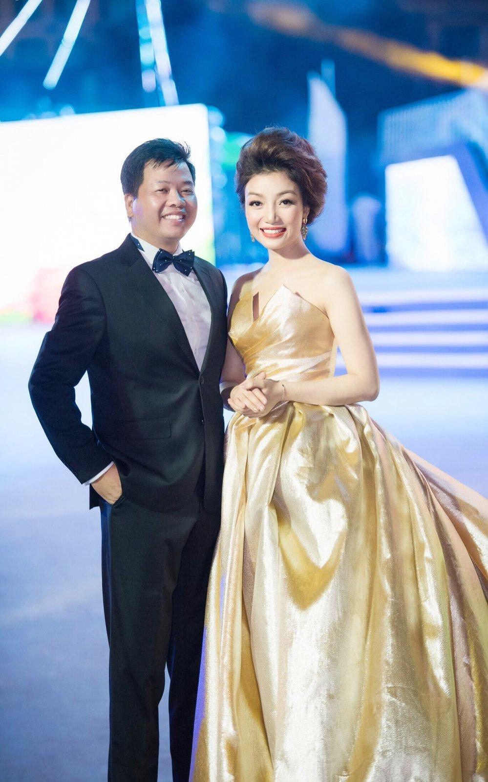 Pham Thu Ha long lay tren san khau dat Cang hinh anh 5