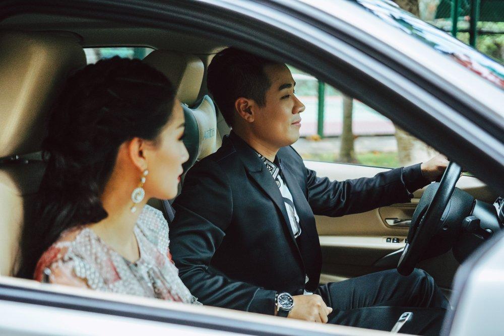 MC Nguyen Khang tinh tu, dua don Quynh Chi bang xe BMW hinh anh 2