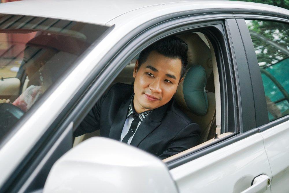 MC Nguyen Khang tinh tu, dua don Quynh Chi bang xe BMW hinh anh 1