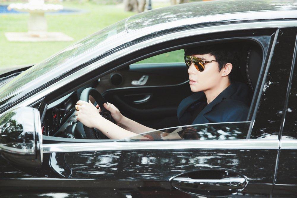 Nathan Lee tu lai xe, 'gay choang' voi hang hieu tu dau toi chan hinh anh 2