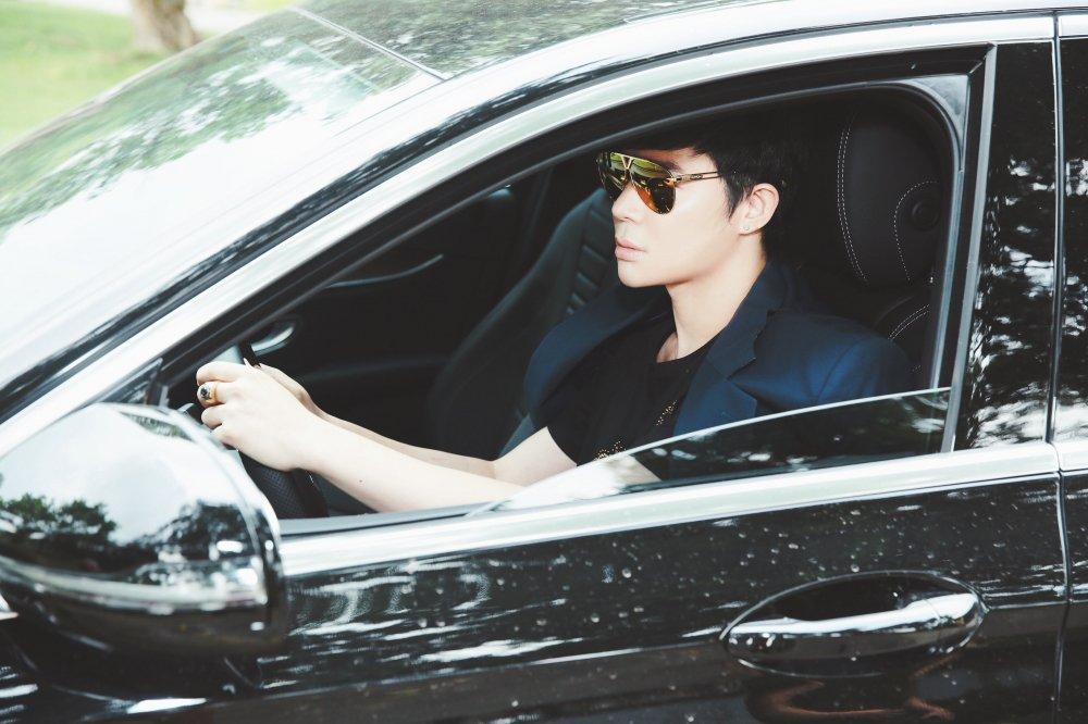 Nathan Lee tu lai xe, 'gay choang' voi hang hieu tu dau toi chan hinh anh 1