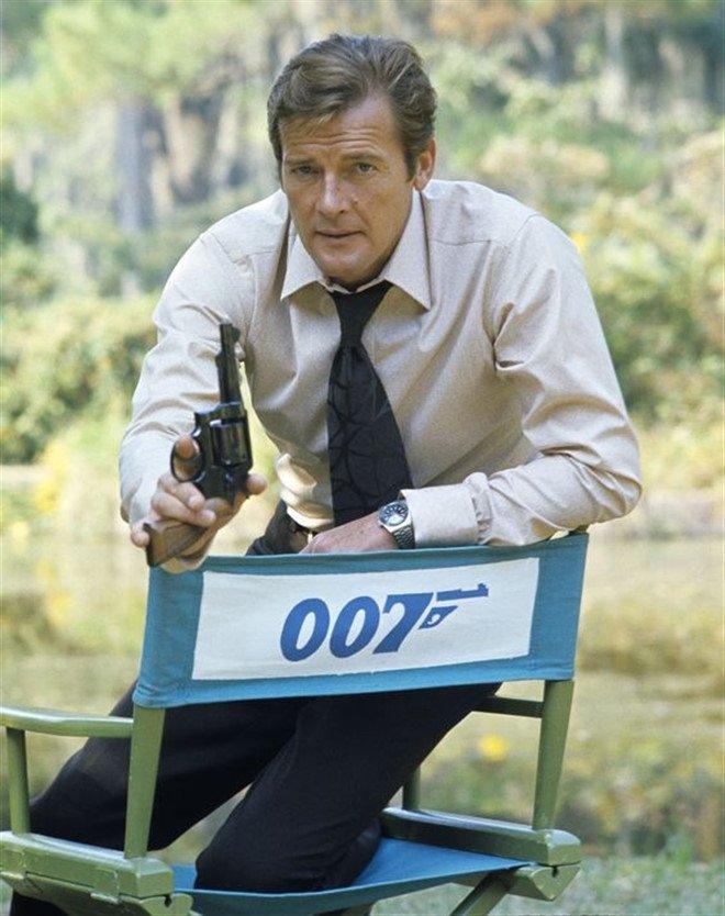 'Diep vien 007' Roger Moore qua doi vi benh ung thu hinh anh 3
