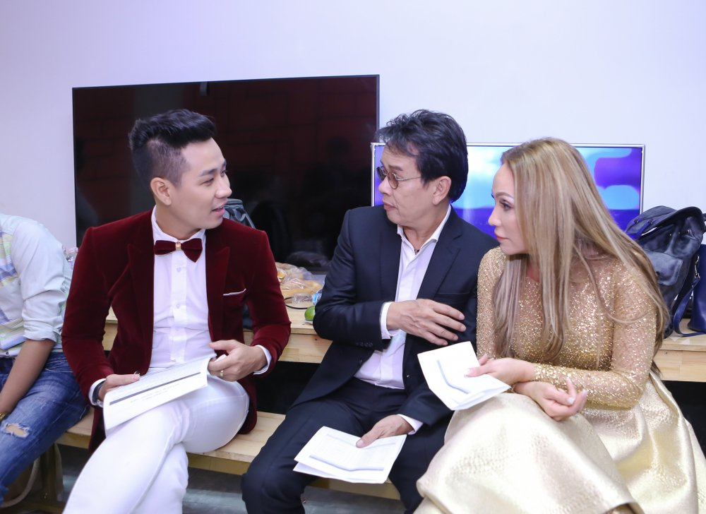Thanh Ha tinh tu voi trai tre Nguyen Khang o hau truong hinh anh 1