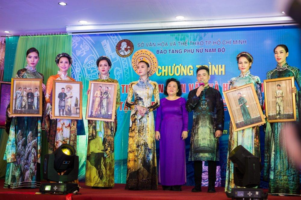 NTK Nhat Dung bat khoc khi trao tang hien vat cho Bao Tang Phu nu Nam Bo hinh anh 2