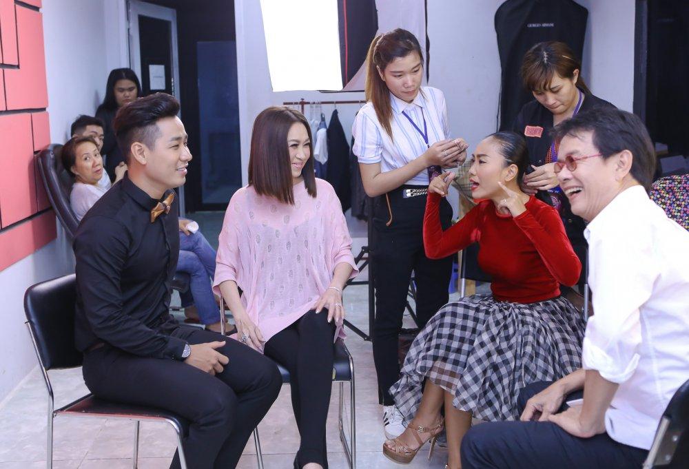 Thanh Ha tinh tu voi trai tre Nguyen Khang o hau truong hinh anh 9