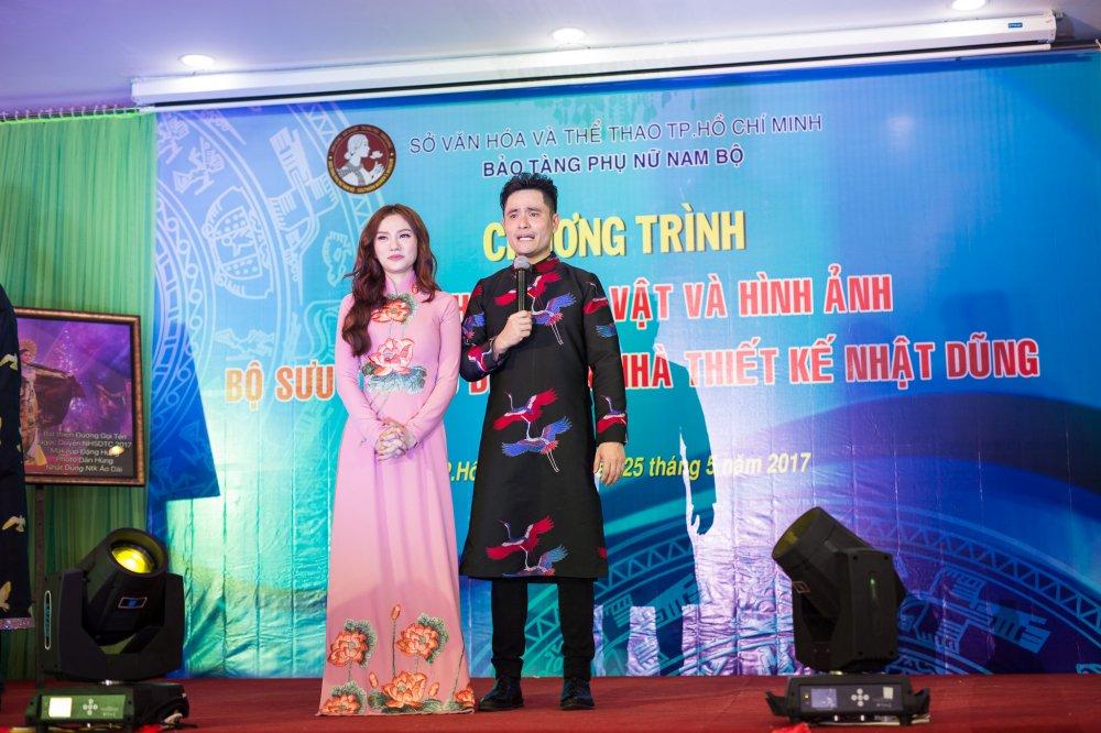 NTK Nhat Dung bat khoc khi trao tang hien vat cho Bao Tang Phu nu Nam Bo hinh anh 4