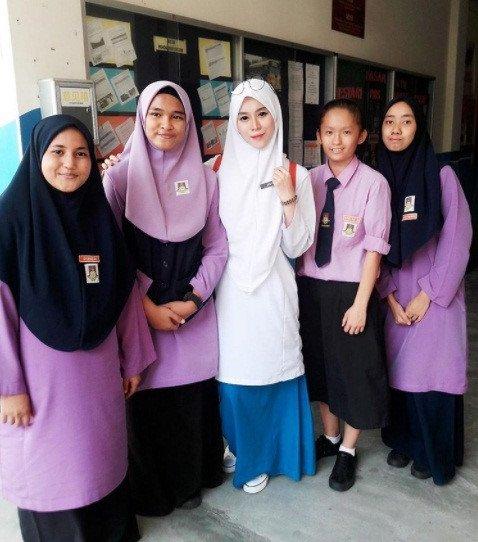 Co giao nguoi Malaysia tre dep 'an dut' ca hot girl hinh anh 6