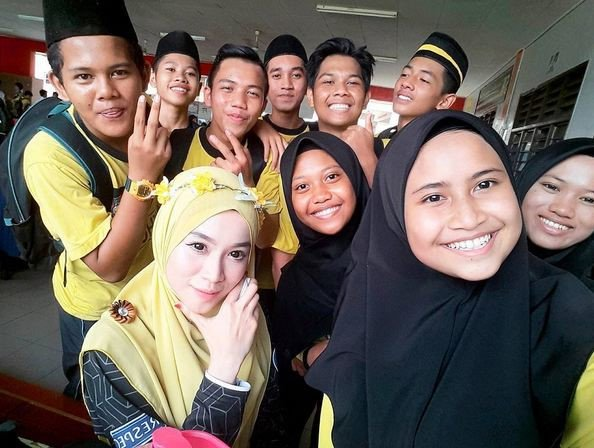 Co giao nguoi Malaysia tre dep 'an dut' ca hot girl hinh anh 3