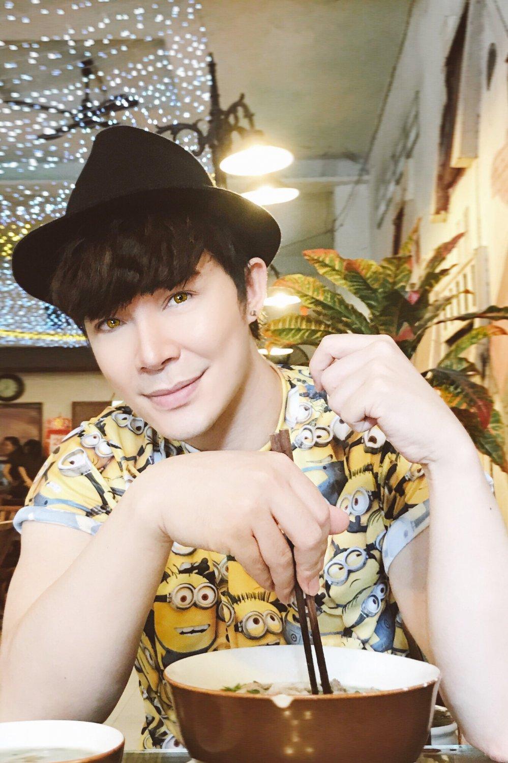 Chung benh 'ky quac' cua Nathan Lee hinh anh 3