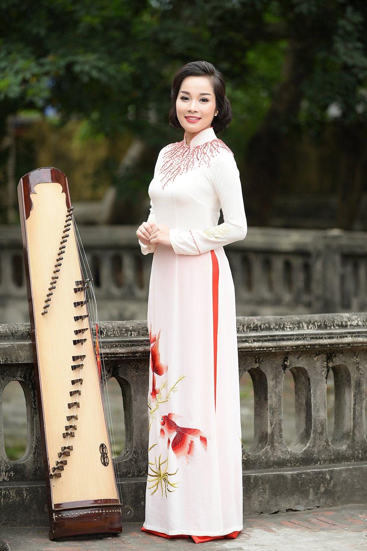 Minh Huong 'Nhat ky Vang Anh' dam tham voi ao dai truyen thong hinh anh 3