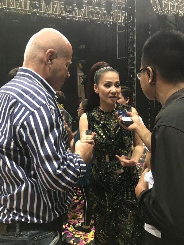 Thu Minh nam chat tay chong khi tra loi phong van hinh anh 3