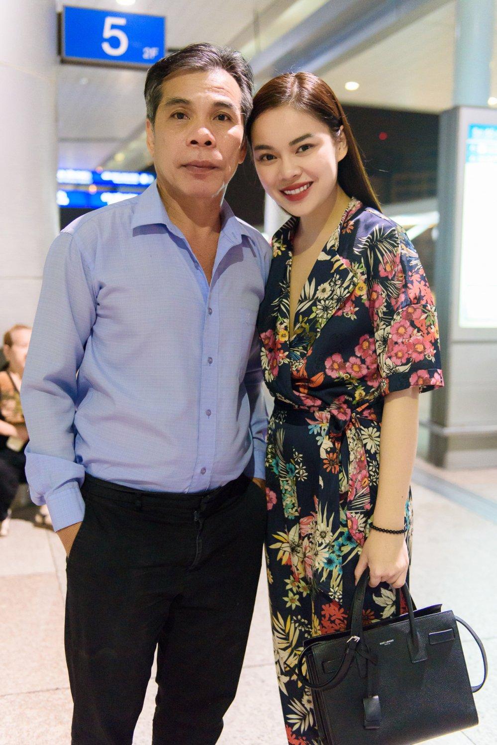 Con gai noi tieng, cha Giang Hong Ngoc van lai xe taxi hinh anh 1