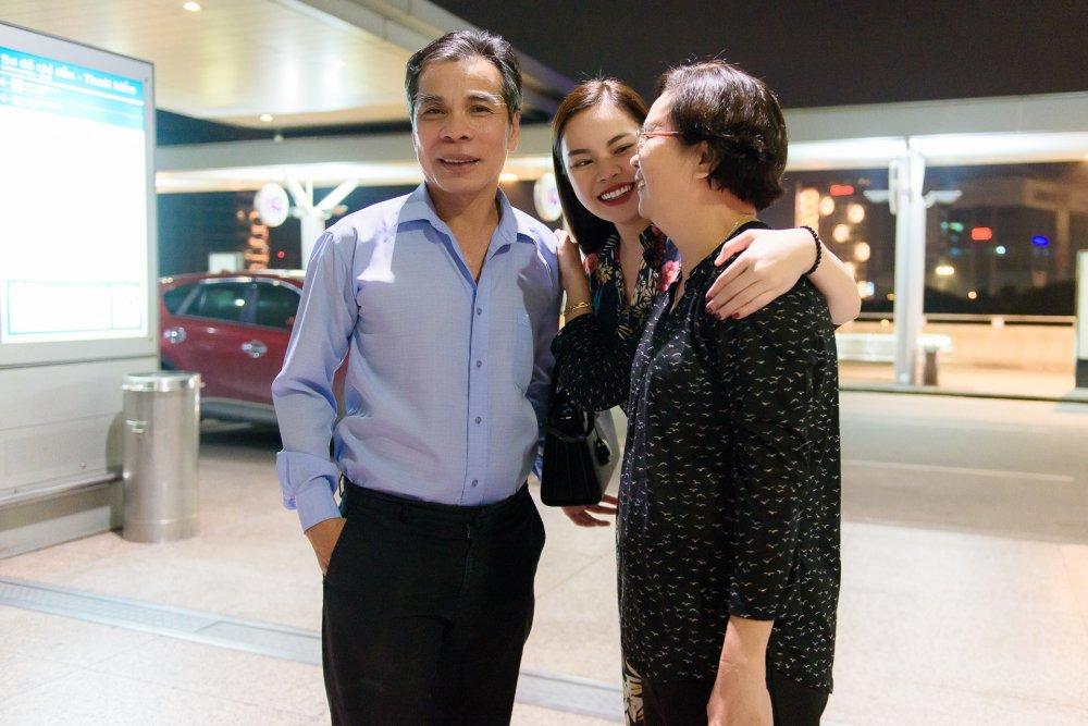 Con gai noi tieng, cha Giang Hong Ngoc van lai xe taxi hinh anh 2