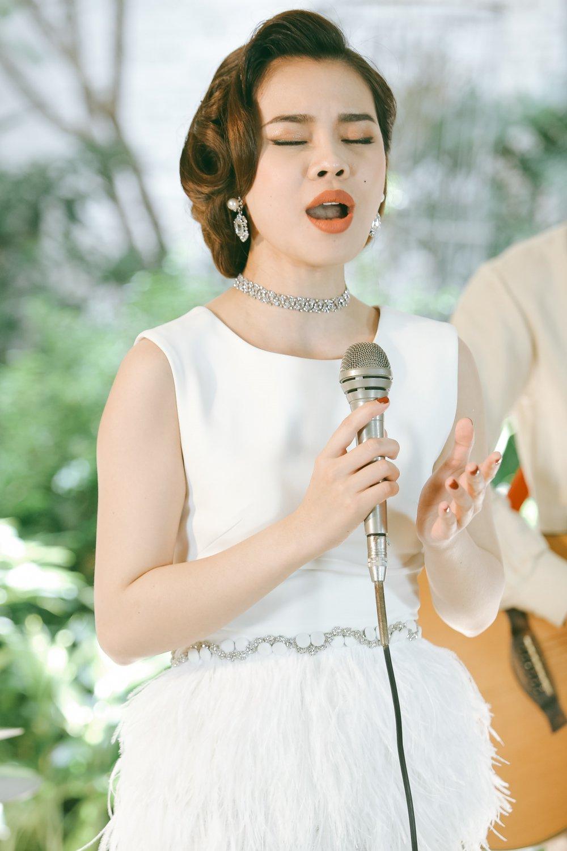 Giang Hong Ngoc hoa quy co co dien dai cac trong MV nhac xua hinh anh 7