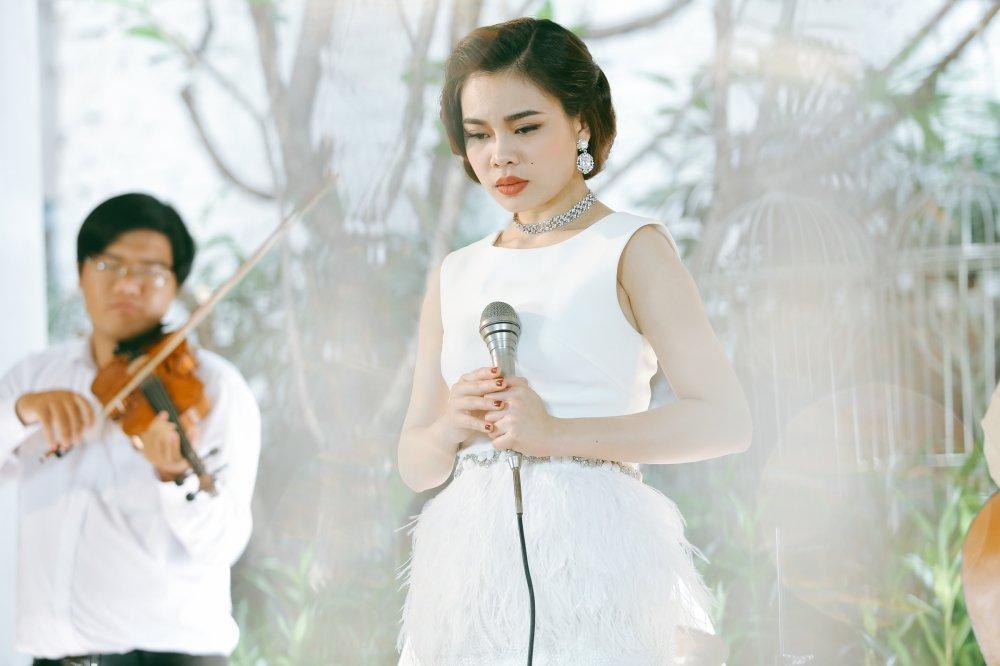 Giang Hong Ngoc hoa quy co co dien dai cac trong MV nhac xua hinh anh 4
