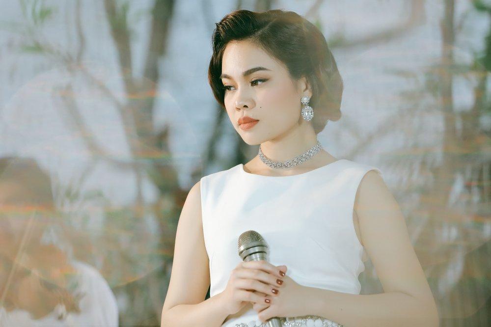Giang Hong Ngoc hoa quy co co dien dai cac trong MV nhac xua hinh anh 3