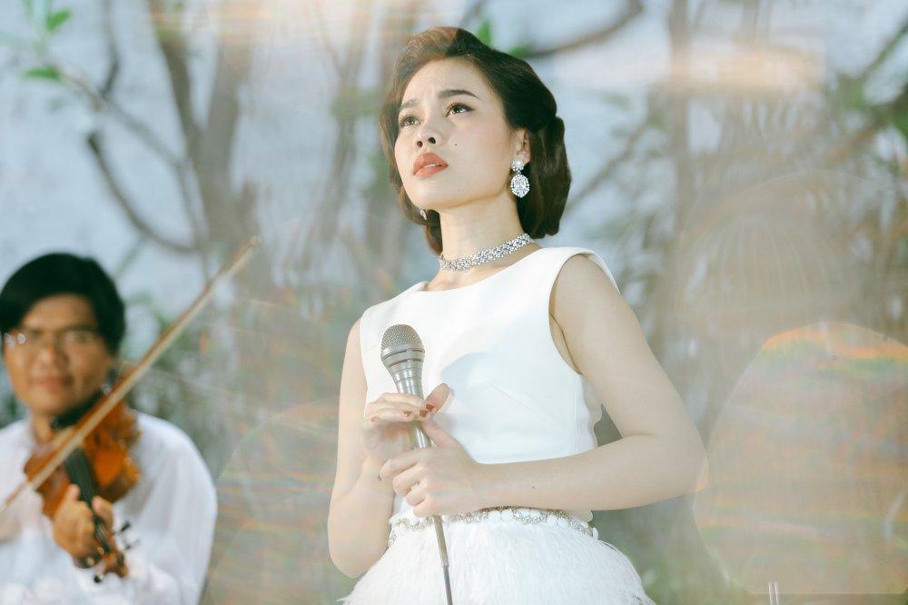 Giang Hong Ngoc hoa quy co co dien dai cac trong MV nhac xua hinh anh 1