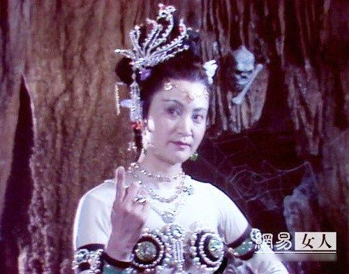 Ly do 'Bach Cot Tinh' Duong Xuan Ha tay chay e-kip 'Tay du ky 1986' hinh anh 1